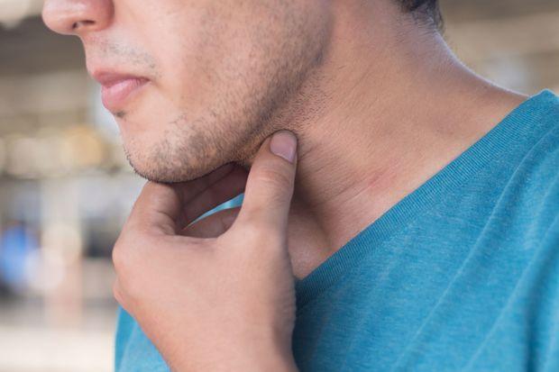 Толстая шея? Это может быть увеличение вашей щитовидной железы